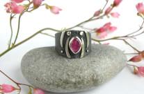 Morwena – srebrna obrączka z różowym turmalinem