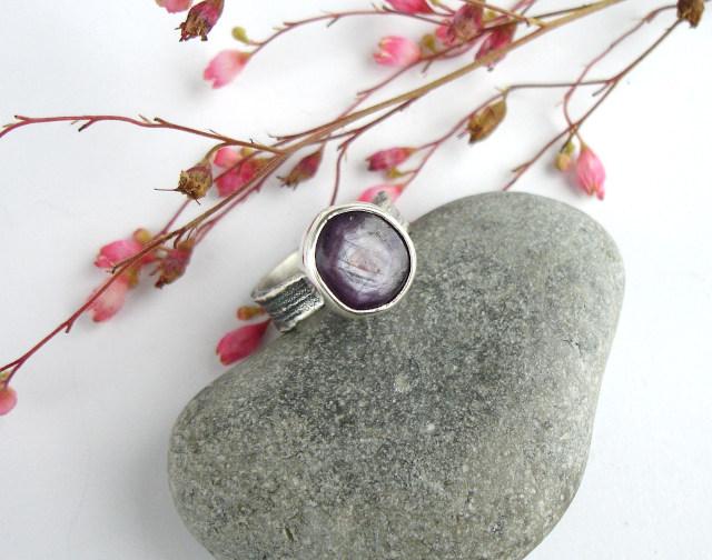 Carnil – srebrny pierścionek z rubinem