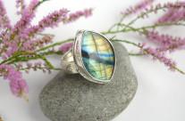 Mereth – srebrny pierścień z labradorytem