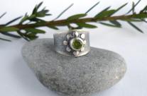Mirth – srebrna obrączka z oliwinem